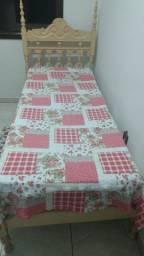 Cama de solteiro com colchão cor marfim