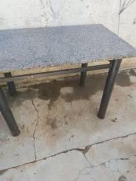 Mesa com tampa mármore
