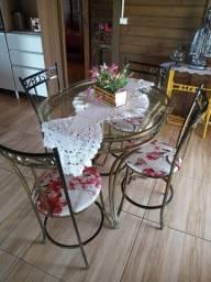Mesa de ferro trabalhado com 4 cadeiras