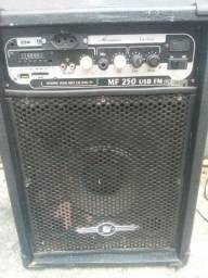 Vendo caixa amplificada MF 250 USB FM. Valor 150 reais... *