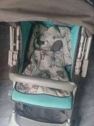 Título do anúncio: vende 2 carrinhos de bebê da galzerano super confortável