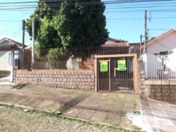 Casa Residencial 3 dormitórios com vaga dupla e pátio fechado na Cavalhada próximo Otto