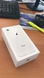 IPhone 8 muito novo. Acompanha caixinha e carregador.