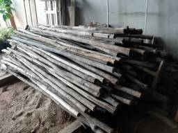 Vendo escoras e caibros para construção.