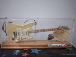 Miniatura guitarra fender stratocaster bege
