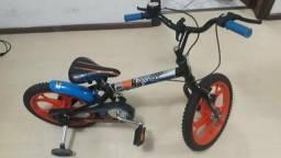 Bicicleta aro 16 - Caloi Hotwheels