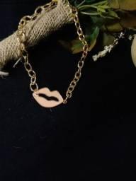 Colar gargantilha luxo beijo dourado esmaltado lançamento verão 2021