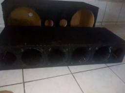 Caixa de som e uma corneteira