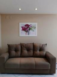 Sofá de 3 lugares com almofadas