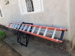 Escada de fibra 4,20/7,20mt, com suporte