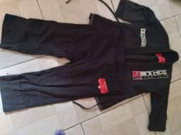 Vendo kimono m3 pouco tempo de uso valor 180 reais pra mas informações ligue *