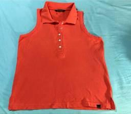 Camiseta de malha feminina com gola e botões