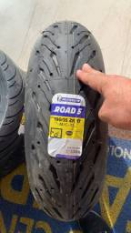 Todos os tipos de pneus para motos de alta cilindrada Michelin!