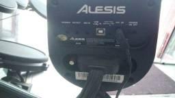 Bateria eletrônica Alesis DM6 drum module