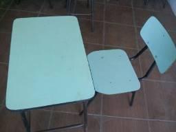 Título do anúncio: Cadeiras e Mesas Escolares Usadas em Alvorada RS