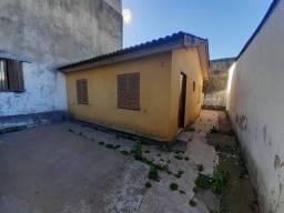 Casa 2 dormitórios de fundos sem vaga no bairro Camaquã