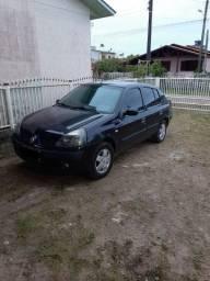 Clio Sedã - 2005