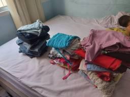 Lote de roupa pra bazar .