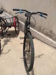 Três bicicletas de colecionador