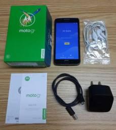 Smartphone Moto G5 na caixa