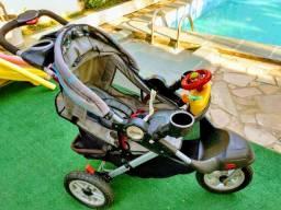 Carrinho de bebê marca Jeep