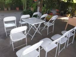 Mesa de bar com cadeiras