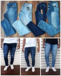 Calças jeans masculinas disponíveis