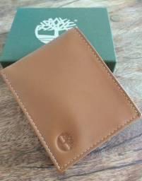 Carteira de Couro Genuíno. Você irá deixar essa carteira a mostra a maior parte do tempo!