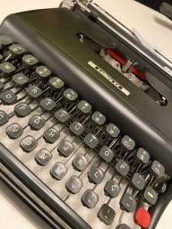 Máquina de Escrever - Olivetti - Lettera 22