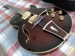 Magnífica Guitarra Semi Acústica Ibanez AK95