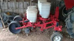 Vendo trator com arado,grade,plantadeira,batedeira,capinadeira e carreto