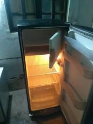 Geladeira gelando muito