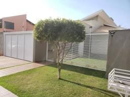 8445 | Casa à venda com 3 quartos em Parque Alvorada, Dourados