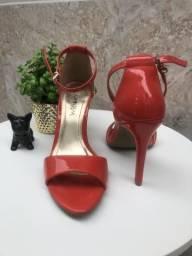 Linda sandália n. 38 nova