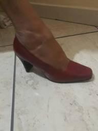 Sapato bico fino, salto médio