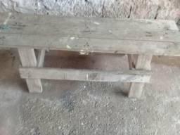 Cadeira de madeira por 450 Reais