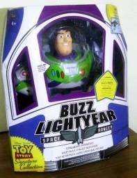 Buzz Lightyear Signature Collection Em Português Br. (Completo na caixa)