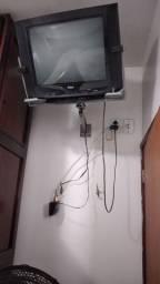 TV Philco 21 polegadas com o suporte para parede