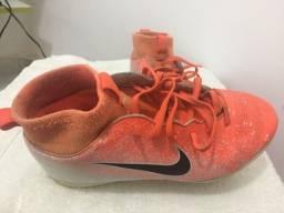 Título do anúncio: Chuteira de futsal original da Nike