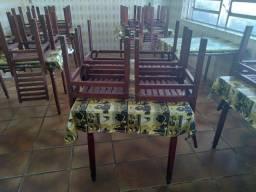 Coifas e mesas usadas para restaurante
