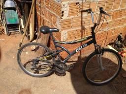 Vendo bike revisada e boa leia a descrição.
