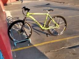 Vendo bicicleta aro 26 de alumínio com frio a disco