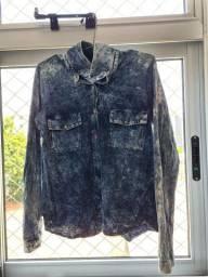 Título do anúncio: camisa malha - tipo jeans manchado