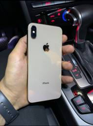 iPhone Xs Max preto e dourado