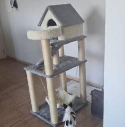Arranhador para gatos com toca