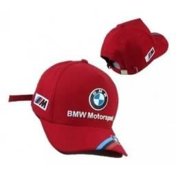Boné BMW vermelho c/ detalhes - somos loja, parcelamos