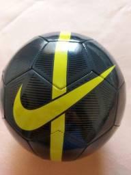 Bola NIKE (nunca usada) Nova