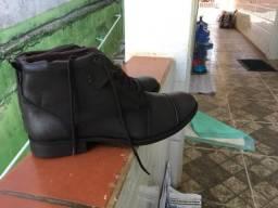 Bota de couro masculina