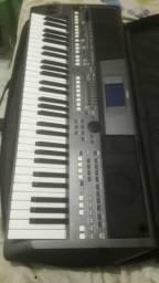Vendo teclado Yamaha pra s670