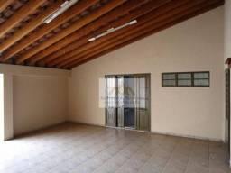 Linda casa com 3 dormitórios sendo 1 suíte com armários, sala cozinha planejada, copa, des